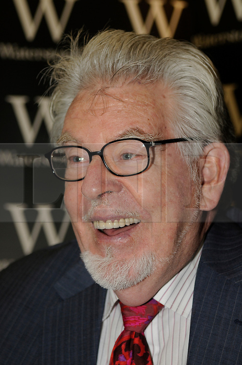 "© under license to London News Pictures. 27.11.2010  Rolf Harris at Waterstones in Bluewater launching his new book. Rolf Harris ""A Life in Art"".  Picture credit should read Grant Falvey/London News Pictures"