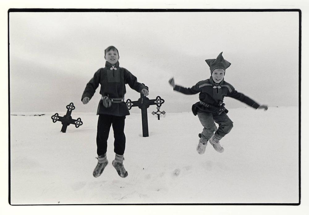 To glade gutter ved Nesseby kirke, Finnmark