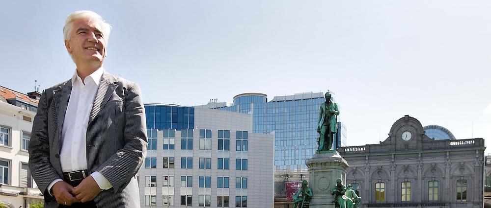 Belgie. Brussel, 18 juli 2007. DINSDAGPROFIEL<br /> Max van den Berg (Ammerstol, 22 maart 1946) is een Nederlandse politicus. Hij is de leider van de delegatie van de Partij van de Arbeid in het Europees Parlement. Op 6 juli 2007 werd bekendgemaakt dat hij door het kabinet-Balkenende IV is voorgedragen als commissaris van de Koningin in de provincie Groningen. De benoeming gaat in op 1 september 2007.<br /> Foto Martijn Beekman <br /> NIET VOOR TROUW, AD, TELEGRAAF, NRC EN HET PAROOL