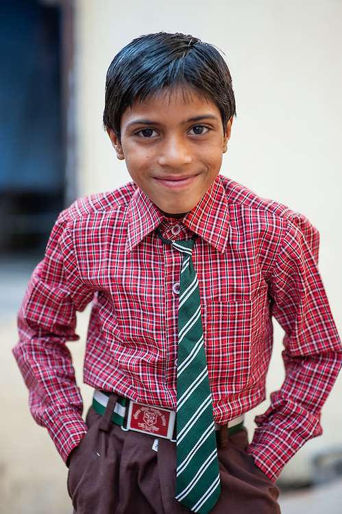 Boy with tie in Bundi (India)