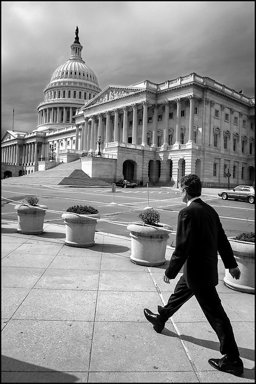 Senate Majority Leader Tom Daschle walks to the Capitol.  9/25/01..©PF BENTLEY/PFPIX.com