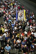 CANONIZACION MONSENOR ROMERO. MILES DE PERSONAS ASISTIERON A LAS ACTIVIDADES DE CANONIZACION DE MONSENOR ROMERO. MARCHARON DESDE EL SALVADOR DEL MUNDO HACIA CATEDRAL PARA SER TESTIGOS DEL ACTO TRANSMITIDO DESDE EL VATICANO, PRESIDIDO POR EL PAPA FRANCISCO.