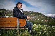 jeudi 11 mai 2017<br /> A partir des ann&eacute;es 1950 et de l'essor du tourisme en Valais, la station de Nendaz s'est d&eacute;velopp&eacute;e anarchiquement, sans jamais respecter la LAT de 1979. Aujourd'hui, elle paie cher pour son pass&eacute;. Proche des milieux de la construction, son pr&eacute;sident Francis Dumas soutient la loi cantonale apr&egrave;s avoir combattu la loi f&eacute;d&eacute;rale. A contrec&oelig;ur, il affronte la col&egrave;re des propri&eacute;taires pour combattre les radiers et pour d&eacute;zoner plus de 140 hectares<br /> (OMAIRE)