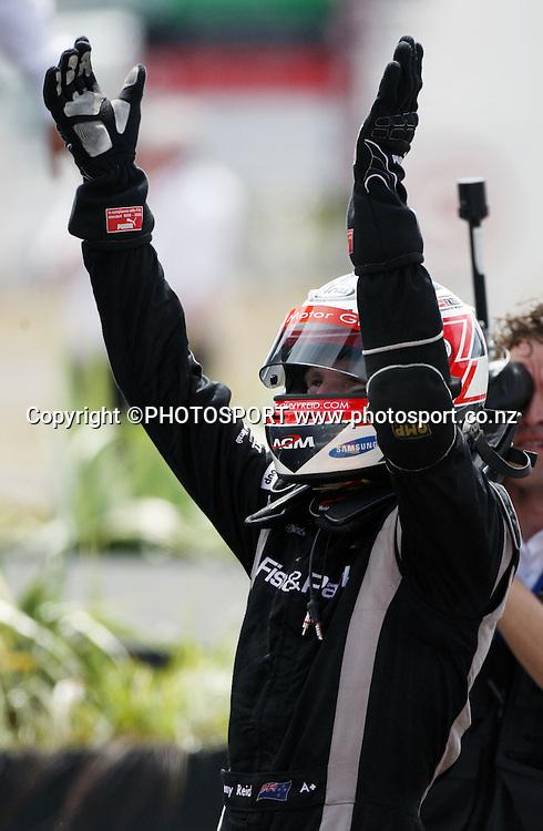 New Zealand's Jonny Reid celebrates victory in the Sprint Race. Taupo, New Zealand. Sunday 20  January 2008. Photo: Andrew Cornaga/PHOTOSPORT