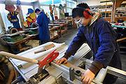 """Nederland, Weert, 20-12-2007VMBO school """"het Kwadrant"""". Een leerling is bezig met houtbewerking in het praktijklokaal.Foto: Flip Franssen/Hollandse Hoogte"""