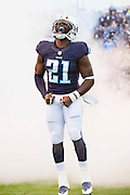 NASHVILLE, TN - NOVEMBER 29:  Da'Norris Searcy #21 of the Tennessee Titans runs onto the field before a game against the Oakland Raiders at Nissan Stadium on November 29, 2015 in Nashville, Tennessee.  The Raiders defeated the Titans 24-21.  (Photo by Wesley Hitt/Getty Images) *** Local Caption *** Da'Norris Searcy