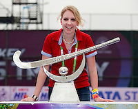 BHUBANESWAR  (INDIA) -  Nina Niedermeyer (FIH) The Trophy. Prize  Champions Trophy Hockey.   Photo KOEN SUYK
