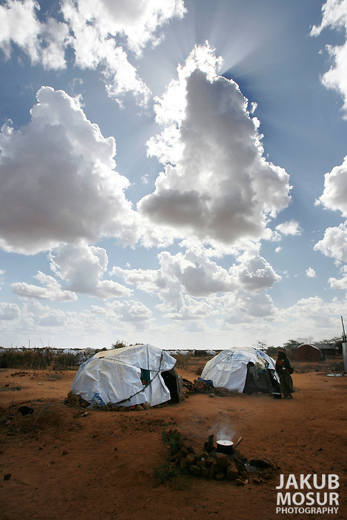 September 14, 2006 - Somali refugee built homes sit in the arid climate at the Dagahaley Refugee Camp in Dadaab, Kenya, 50 miles from the Somali border. Somalis are fleeing from recent clashes between Somalia Union of Islamic Courts and Somali warlords. Over 21,000 refugees since January 2006 have arrived in Dadaab which has a growing population of 140,000 refugees, in the North Eastern province of Kenya..(Photo by Jakub Mosur/Polaris)