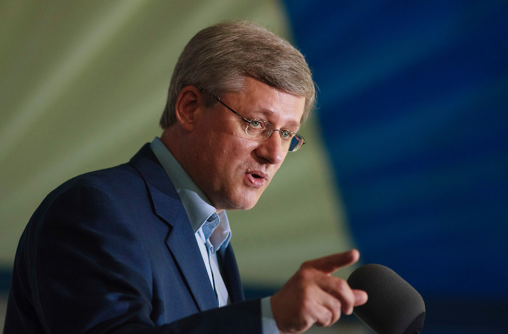 Prime Minister Stephen Harper speaks to supporters at a Conservative Party barbecue, in London, Ontario, September 2, 2010.<br /> REUTERS/Geoff Robins