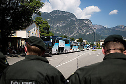 06.06.2015, Garmisch Partenkirchen, GER, G7 Gipfeltreffen auf Schloss Elmau, Circa 5000 Menschen demonstrieren in Garmisch-Patenkirchen gegen den G7-Gipfel im benachbarten Elmau, im Bild Polizisten vor anreisenden Bussen mit Demonstranten // uring Protest of the G7 opponents prior to the scheduled G7 summit which will be held from 7th to 8th June 2015 in Schloss Elmau near Garmisch Partenkirchen, Germany on 2015/06/06. EXPA Pictures © 2015, PhotoCredit: EXPA/ Eibner-Pressefoto/ Gehrling<br /> <br /> *****ATTENTION - OUT of GER*****