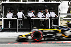 April 28, 2018 - Baku, Azerbaijan - Mercedes AMG F1 Petronas engineers on the pitwall during the 2018 Formula One World Championship, Grand Prix of Europe in Azerbaijan from April 26 to 29 in Baku  (Credit Image: © Hoch Zwei via ZUMA Wire)