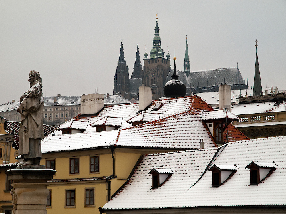 Die Prager Burg und die St. Vitus Kathedrale von der Karlsbr&uuml;cke aus gesehen.<br />  <br /> Prague castle and the St. Vitus Cathedral seen from Charles Bridge.
