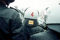 20.03.1998, Germany, Ahaus:<br /> Polizei setzt Konzept der Deeskalation um, Demonstration gegen den Castor Transport nach Ahaus<br /> IMAGE: 19980320-01/01-03<br />  <br />  <br />  <br /> KEYWORDS: Demo, Demonstration,