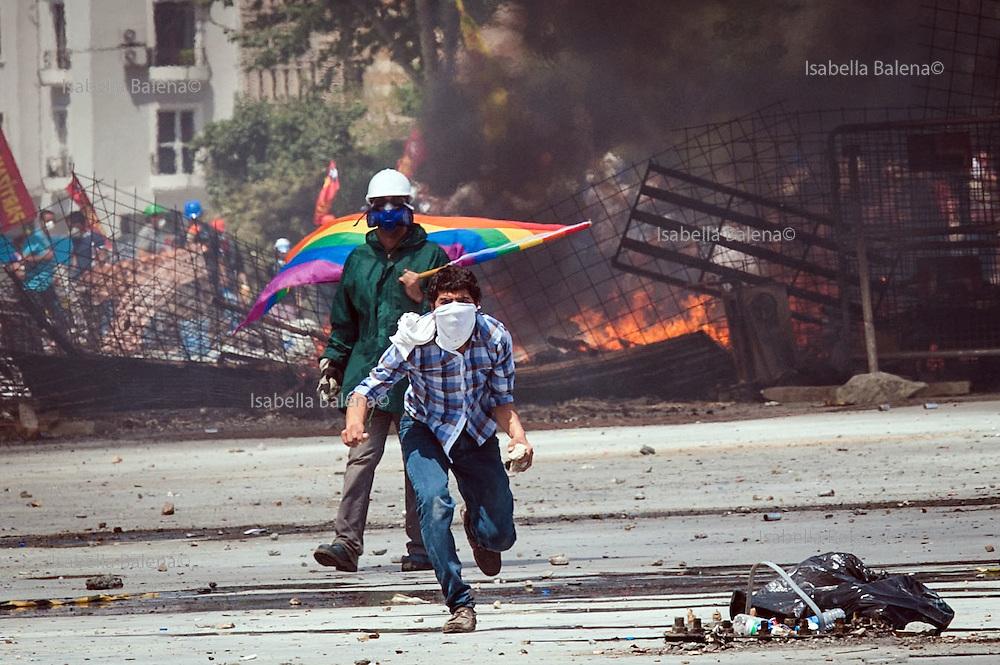 Istanbul, Turchia, piazza Taksim e Gezi Park, dimostrazioni, manifestazioni, proteste e scontri tra polizia e dimostranti. Taksim square and Gezi park, Istanbul, Turkey, protest, demo and clashes between demonstrators and police.