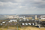 Nederland, Noord-Brabant, Moerdijk, 04-03-2008; industriehaven, industriegebied en industrieterrein; onder andere chemische industrie, elektriciteits centrale; in de verte aan de horizn de Amer-centrale;.chemie, vervoer en opslag, logistiek . .luchtfoto (toeslag); aerial photo (additional fee required); .foto Siebe Swart / photo Siebe Swart