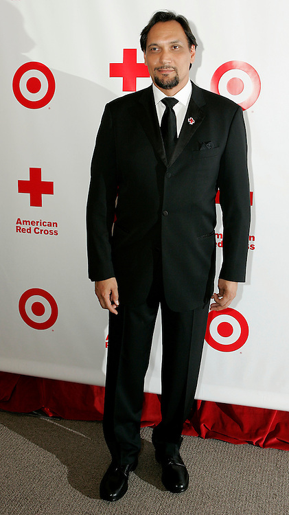 Actor and American Red Cross National Celebrity Cabinet member Jimmy Smits arrives for the 125th Anniversary Gala of the American Red Cross May 11, 2006, in Washington. This year marks the 125th anniversary of the American Red Cross which has been serving the American public with disaster relief, blood drives, safety training and other community assistance services.  REUTERS/Joshua Roberts