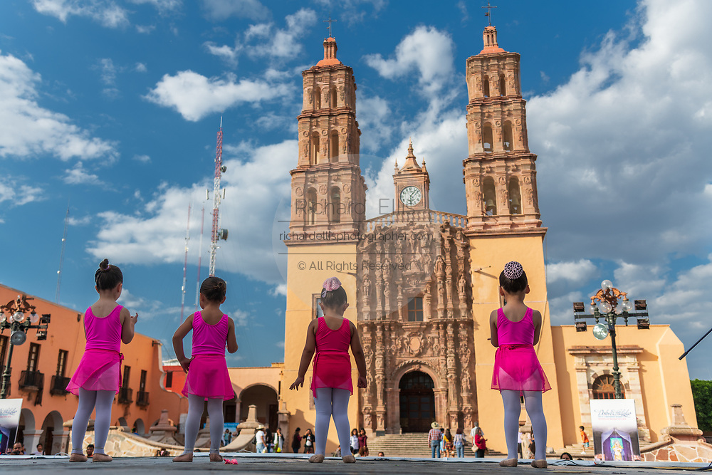 Young girls perform a ballet in front of the Parroquia Nuestra Señora de Dolores Catholic Church in English the Church of our Lady of Sorrows at the Plaza Principal in Dolores Hidalgo, Guanajuato, Mexico. Miguel Hildago was a parish priest who issued the now world famous Grito - a call to arms for Mexican independence from Spain.