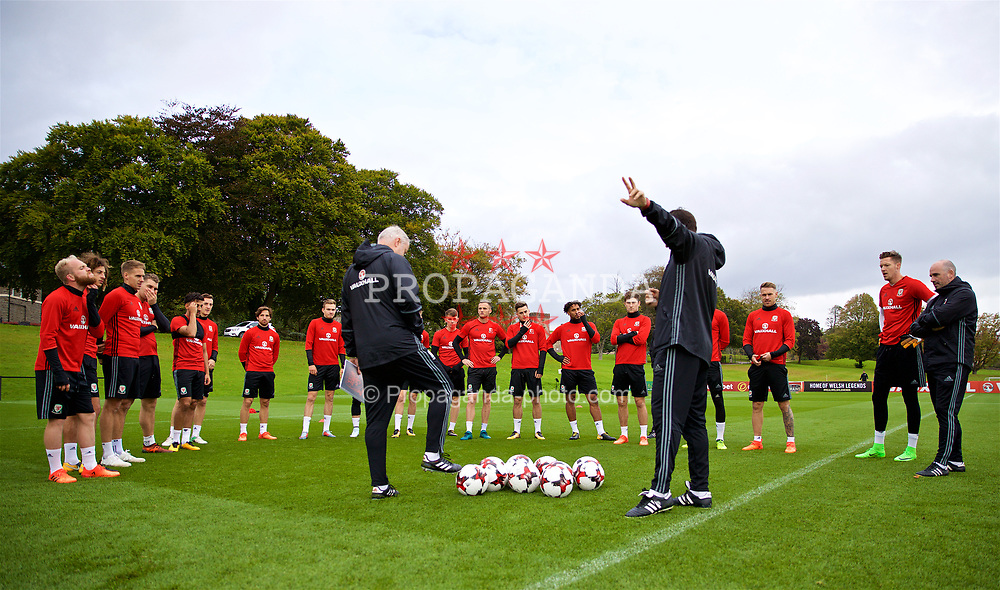 CARDIFF, WALES - Wednesday, October 4, 2017: Wales' manager Chris Coleman speaks to his squad during a training session at the Vale Resort ahead of the 2018 FIFA World Cup Qualifying Group D match against Georgia. (Pic by David Rawcliffe/Propaganda)