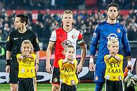 ROTTERDAM - Feyenoord - Vitesse , Voetbal , Eredivisie , Seizoen 2016/2017 , De Kuip , 16-12-2016 , Feyenoord speler Dirk Kuyt (m) en Feyenoord speler Brad Jones (r) met speler mascottes voor hen voor de hart stichting