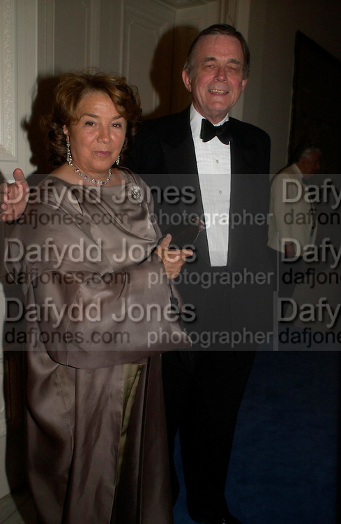 Sir Mark and Lady Arabella Lennox-Boyd. An Evening in honour of Salvatore Ferragamo hosted by the Ambassador of Italy. The Italian Embassy, 4 Grosvenor Square. London W1. 8 June 2005. ONE TIME USE ONLY - DO NOT ARCHIVE  © Copyright Photograph by Dafydd Jones 66 Stockwell Park Rd. London SW9 0DA Tel 020 7733 0108 www.dafjones.com