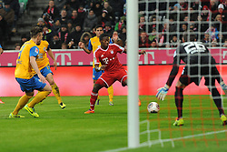 30.11.2013, Allianz Arena, Muenchen, GER, 1. FBL, FC Bayern München vs Eintracht Braunschweig, 14. Runde, im Bild David Alaba (FC Bayern Muenchen) vor dem Tor von Torwart Daniel Davari (Eintracht Braunschweig)<br /> <br /> Bayern Muenchen - Eintracht Braunschweig, Bundesliga, Fussball, 30 11 2013 // during the German Bundesliga 14th round match between FC Bayern München vs Eintracht Braunschweig at the Allianz Arena in Muenchen, Germany on 2013/11/30. EXPA Pictures © 2013, PhotoCredit: EXPA/ Eibner-Pressefoto/ Stuetzle<br /> <br /> *****ATTENTION - OUT of GER*****