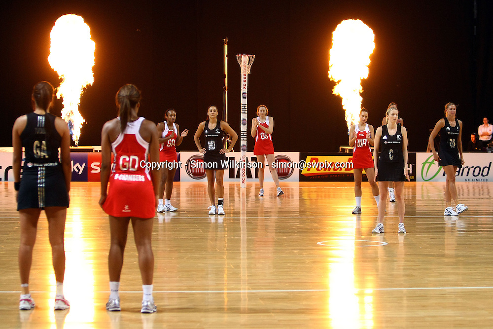PICTURE BY VAUGHN RIDLEY/SWPIX.COM...Netball - International Netball Series - England v New Zealand - MEN Arena, Manchester, England - 15/01/11...Players prepare to start the match.