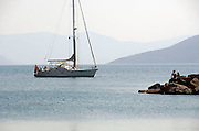 Griekenland, Aegina, 5-7-2008Zeilboot ligt voor anker bij een van de eilanden in de Egeische zeeFoto: Flip Franssen