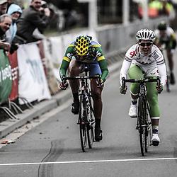 Ronde van Gelderland 2012, Suanne de Goede klopt Chantal Blaak