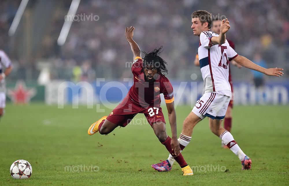 FUSSBALL   CHAMPIONS LEAGUE   SAISON 2014/2015   Vorrunde AS Rom - FC Bayern Muenchen        21.10.2014 Gervinho (li, AS Rom) gegen Thomas Mueller (FC Bayern Muenchen)