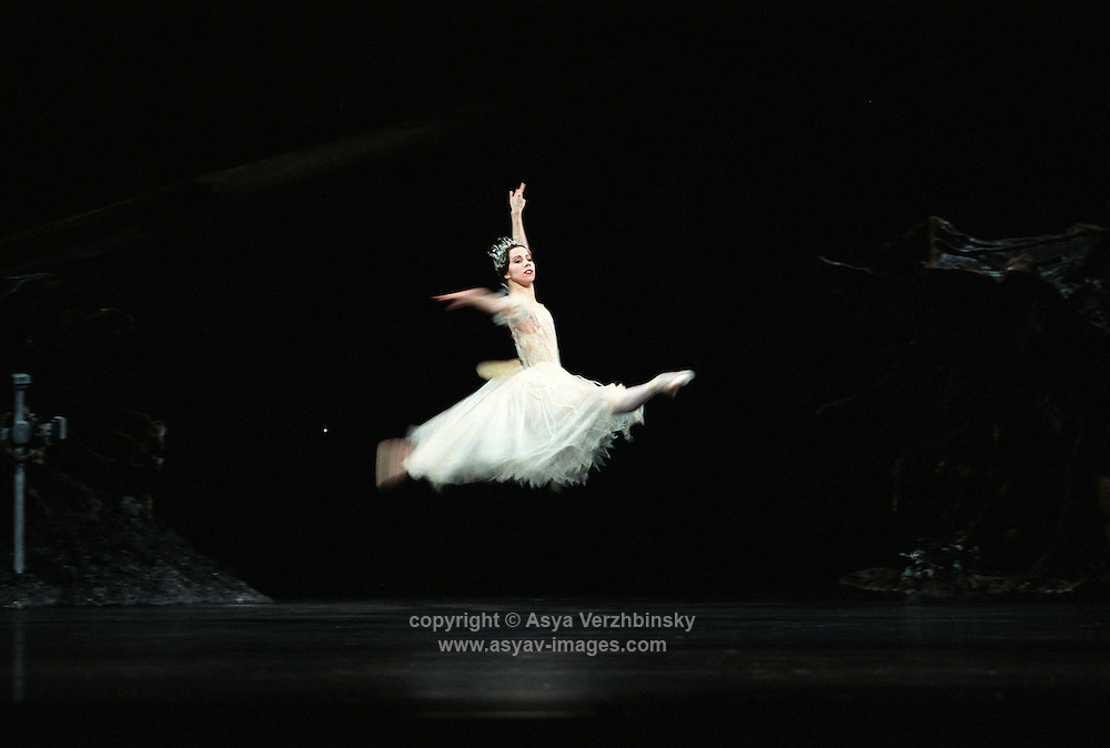 Jamie Tapper as Myrtha in Royal Ballet's production of Giselle. Music: Adolphe Adam.