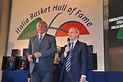 DESCRIZIONE : Monza Vila Reale Italia Basket Hall of Fame<br /> GIOCATORE : Pino Brumatti Dan Peterson<br /> SQUADRA : FIP Federazione Italiana Pallacanestro <br /> EVENTO : Italia Basket Hall of Fame<br /> GARA : <br /> DATA : 29/06/2010<br /> CATEGORIA : Premiazione<br /> SPORT : Pallacanestro <br /> AUTORE : Agenzia Ciamillo-Castoria/M.Gregolin