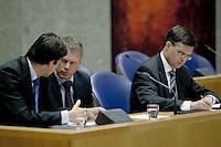 Nederland. Den Haag, 22 oktober 2008.<br /> TWEEDE KAMER-EUROPESE TOP<br /> Minister van Financien Wouter Bos en minister-president Jan Peter Balkenende en minister Verhagen tijdens het debat over de Europese top in de Tweede Kamer.. In dit debat zal ook ING ter sprake komen. <br /> <br /> Foto Martijn Beekman<br /> NIET VOOR PUBLIKATIE IN LANDELIJKE DAGBLADEN.