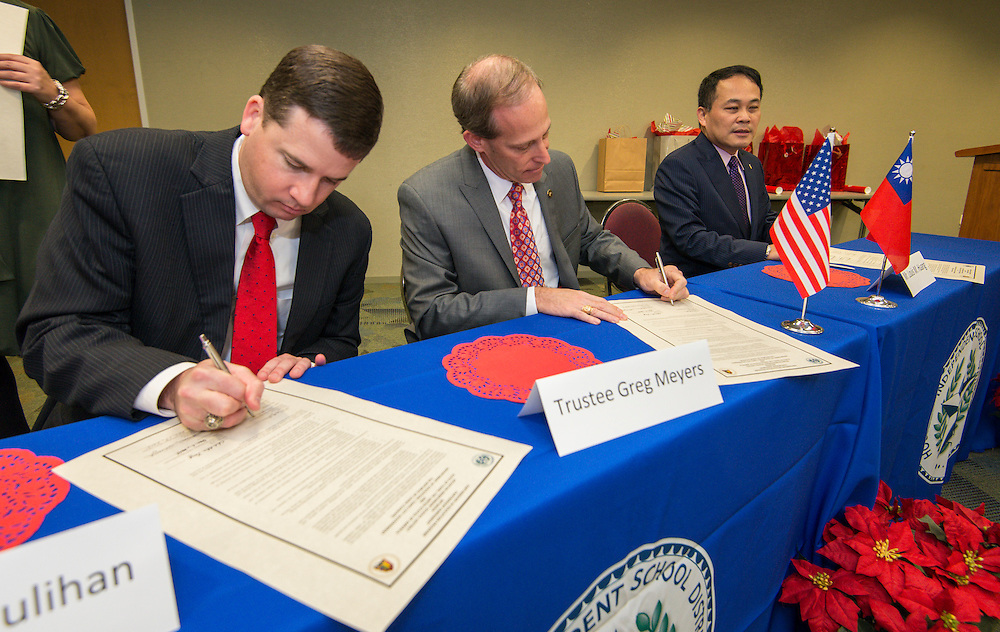 Houston ISD chief academic officer Andrew Houlihan, left, trustee Greg Meyers, center, and Director General Louis M. Huang, right, of the Taipei Economic and Cultural Office in Houston, sign a partnership agreement ceremony, December 17, 2015.