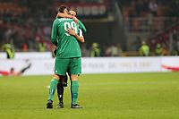 28.10.2017 - Milano - Serie A 2017/18 - 11a giornata  -  Milan-Juventus nella  foto: Gonzalo Higuain abbraccia Donnarumma a fine partita