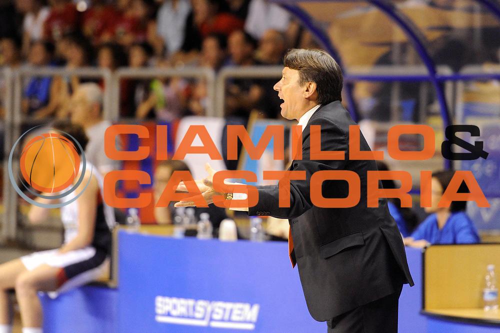 DESCRIZIONE : Schio LBF Playoff Finale Gara 3 Cras Basket Taranto Famila Wuber Schio<br /> GIOCATORE : Maurizio Lasi<br /> CATEGORIA : coach<br /> SQUADRA : Famila Wuber Schio Cras Basket Taranto<br /> EVENTO : Campionato Lega Basket Femminile A1 2011-2012<br /> GARA : Cras Basket Taranto Famila Wuber Schio<br /> DATA : 08/05/2012<br /> SPORT : Pallacanestro <br /> AUTORE : Agenzia Ciamillo-Castoria/C.De Massis<br /> Galleria : Lega Basket Femminile 2011-2012<br /> Fotonotizia : Schio LBF Playoff Finale Gara 3 Cras Basket Taranto Famila Wuber Schio<br /> Predefinita :