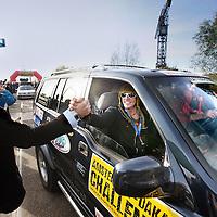 Nederland, Amsterdam , 5 november 2011..Zaterdag 5 november gaat de Amsterdam Dakar Challenge van start: een unsupported barreltocht van ruim 7.000 kilometer van Amsterdam naar Dakar. Dit keer gaan 55 teams de uitdaging aan om in een auto van maximaal €500 de Sahara te doorkruisen. Het einddoel van de Challenge is het laten veilen van de barrels in Gambia ten bate van lokale goede doelen op het gebied van medische zorg, scholing en de opvang van weeskinderen...Na aankomst in Dakar rijden de teams door naar een veiling in Gambia om daar de opbrengst van hun barrel te schenken aan een lokaal goed doel. Sinds de eerste editie in 2004 is al meer dan 3 miljoen euro opgehaald. Veel teams zijn ook dit jaar druk bezig geweest met het werven van donaties. Van het organiseren van rommelmarkten, het eindeloos wassen van auto's en het geven van schuurfeesten, deelnemers van de Amsterdam Dakar Challenge hebben het allemaal gedaan......Foto:Jean-Pierre Jans