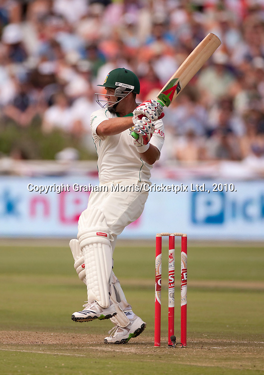 Jacques Kallis heads towards his century during the third Test Match between South Africa and England at Newlands, Cape Town. Photograph © Graham Morris/cricketpix.com (Tel: +44 (0)20 8969 4192; Email: sales@cricketpix.com)