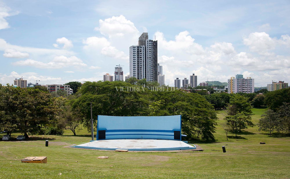 El Parque Recreativo Omar Torrijos en Panamá es uno de los sitios predilectos tanto por nacionales, extranjeros y turistas que aman el deporte y el sano esparcimiento. Ubicado en el centro de la metrópolis y declarado como área verde nacional.