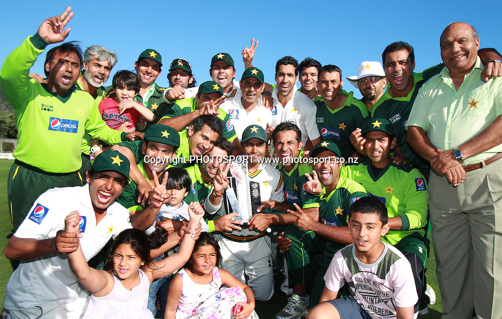 Pakistan players, management and family pose for a team photo after winning the 2 test match series 1-0 at the conlusion of Day 5 of the 2nd test match.  New Zealand Black Caps v Pakistan, Test Match Cricket. Basin Reserve, Wellington, New Zealand. Wednesday 19 January 2011. Photo: Andrew Cornaga/photosport.co.nz