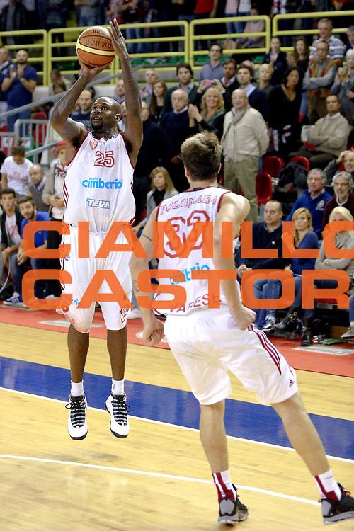 DESCRIZIONE : Varese Lega A 2013-14 Cimberio Varese vs Grissin Bon Reggio Emilia <br /> GIOCATORE : Ere<br /> CATEGORIA : Tiri<br /> SQUADRA : Varese<br /> EVENTO : Campionato Lega A 2013-2014<br /> GARA : Cimberio Varese Grissin Bon Reggio Emilia<br /> DATA : 13/10/2013<br /> SPORT : Pallacanestro <br /> AUTORE : Agenzia Ciamillo-Castoria/I.Mancini<br /> Galleria : Lega Basket A 2012-2013  <br /> Fotonotizia : Cimberio Varese  Lega A 2013-14 Cimberio Varese vs Grissin Bon Reggio Emilia<br /> Predefinita :