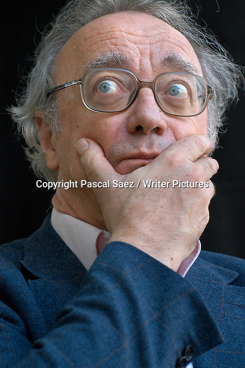 Concert Pianist and writer Alfred Brendel<br /> at the Edinburgh International Book Festival 2003<br /> <br /> Copyright Pascal Saez / Writer Pictures<br /> contact +44 (0)20 822 41564<br /> info@writerpictures.com <br /> www.writerpictures.com