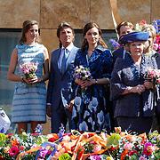 NLD/Veenendaal/20120430 - Koninginnedag 2012 Veenendaal, koninging Beatrix, Maurits en partner Marilene van den Broek, Floris en partner Aimee Sohngen