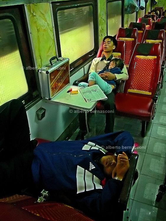 Vietnam, Hué: on the train to Hué.