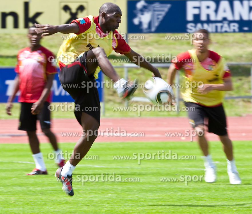 21.05.2010, Dolomitenstadion, Lienz, AUT, WM Vorbereitung, Kamerun Training im Bild Geremi Njitap, Abwehr, Nationalteam Kamerun (Ankaragücü), EXPA Pictures © 2010, PhotoCredit: EXPA/ J. Feichter / SPORTIDA PHOTO AGENCY