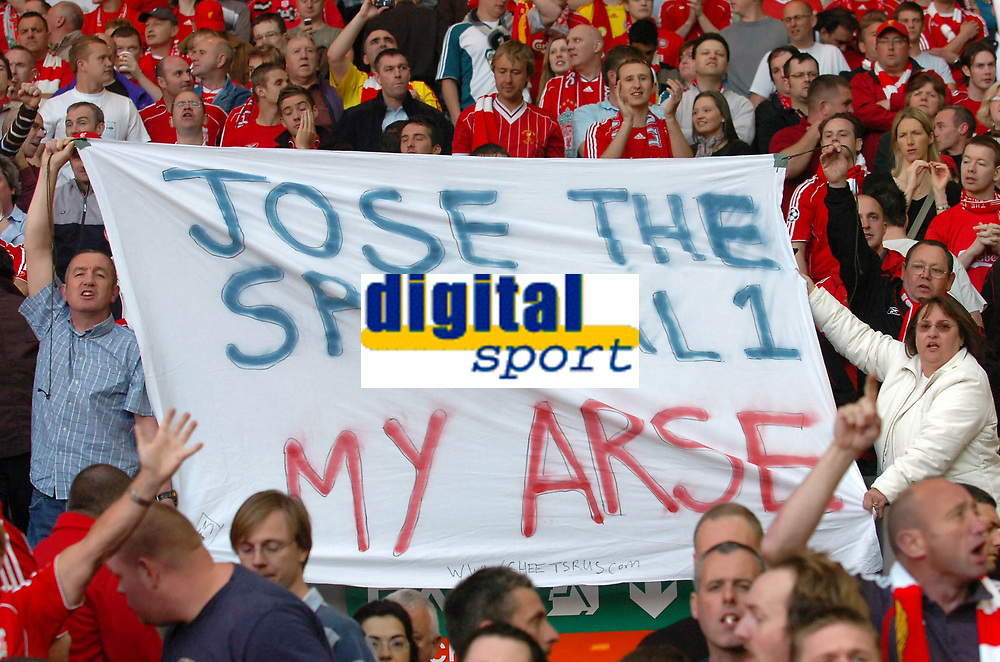 Fotball<br /> Semifinale UEFA Champions League<br /> Liverpool v Chelsea<br /> Foto: Fotosports/Digitalsport<br /> NORWAY ONLY<br /> <br /> Liverpool, England - Tuesday, May 1, 2007: Liverpool fans hold up a banner reading 'Jose the Special 1 My Arse' during the UEFA Champions League Semi-Final 2nd Leg match against Chelsea at Anfield.