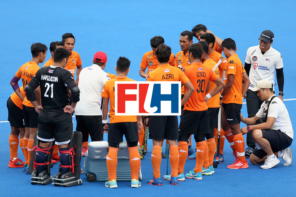 LONDON, ENGLAND - JUNE 24: The Malaysia squad huddle during the semi-final match between Argentina and Malaysia on day eight of the Hero Hockey World League Semi-Final at Lee Valley Hockey and Tennis Centre on June 24, 2017 in London, England. (Photo by Steve Bardens/Getty Images)