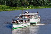 Schaufelraddampfer Weiße Flotte  auf der Elbe, Dresden, Sachsen, Deutschland.|.paddle wheel steamer on river Elbe, Dresden, Germany