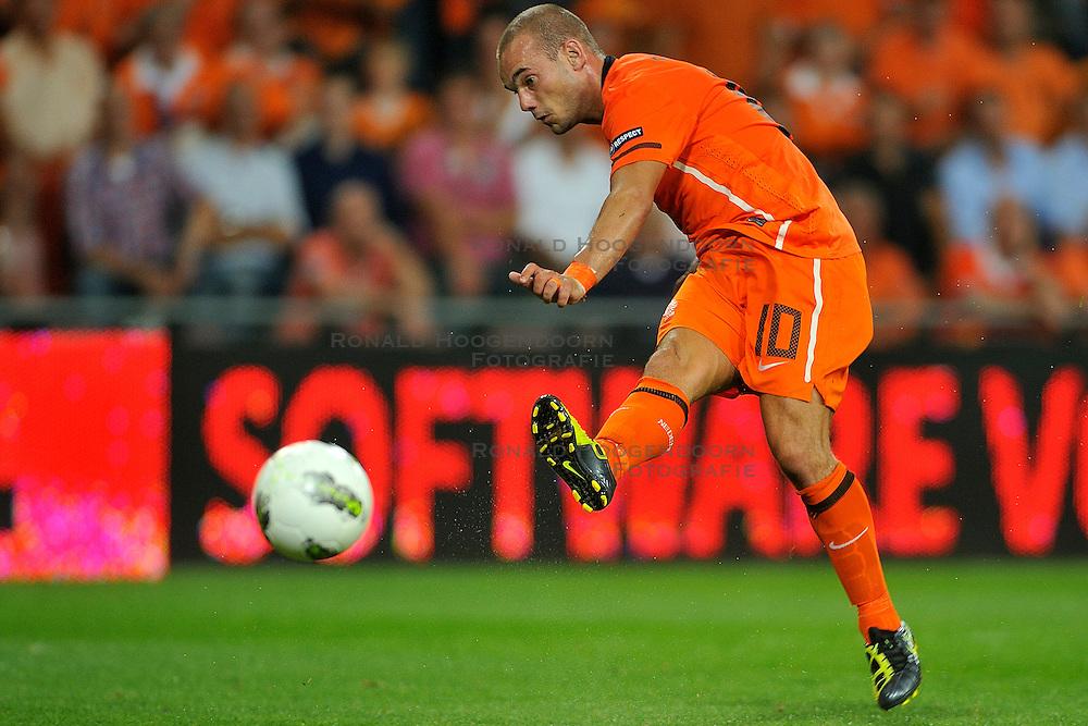 02-09-2011 VOETBAL: NEDERLAND - SAN MARINO: EINDHOVEN<br /> Nederland wint met 11-0 van San Marino / Wesley Sneijder scoort de 10-0<br /> &copy;2011-FotoHoogendoorn.nl