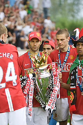 WIGAN, ENGLAND - Sunday, May 11, 2008: Manchester United's Ryan Giggs celebrates after winning the Premier League for the 10th time after the final Premiership match of the season at the JJB Stadium. (Photo by David Rawcliffe/Propaganda)