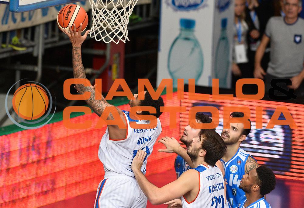DESCRIZIONE : Cantu' Lega A 2015-16 Acqua Vitasnella Cantu' - Dinamo Banco di Sardegna Sassari<br /> GIOCATORE : LaQuinton Ross<br /> CATEGORIA : tiro penetrazione<br /> SQUADRA : Acqua Vitasnella Cantu'<br /> EVENTO : Campionato Lega A 2015-2016 GARA : Acqua Vitasnella Cantu' - Dinamo Banco di Sardegna Sassari <br /> DATA : 12/10/2015 <br /> SPORT : Pallacanestro <br /> AUTORE : Agenzia Ciamillo-Castoria/R.Morgano<br /> Galleria : Lega Basket A 2015-2016 Fotonotizia : Cantu' Lega A 2015-16 Acqua Vitasnella Cantu' - Dinamo Banco di Sardegna Sassari